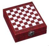 Vianočná darčeková krabička ŠACHY + 5 vinárskych pomôcok